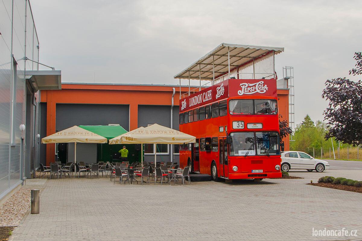 dvoupatrovy-autobus-doubledecker-na-svatby-partyautobus