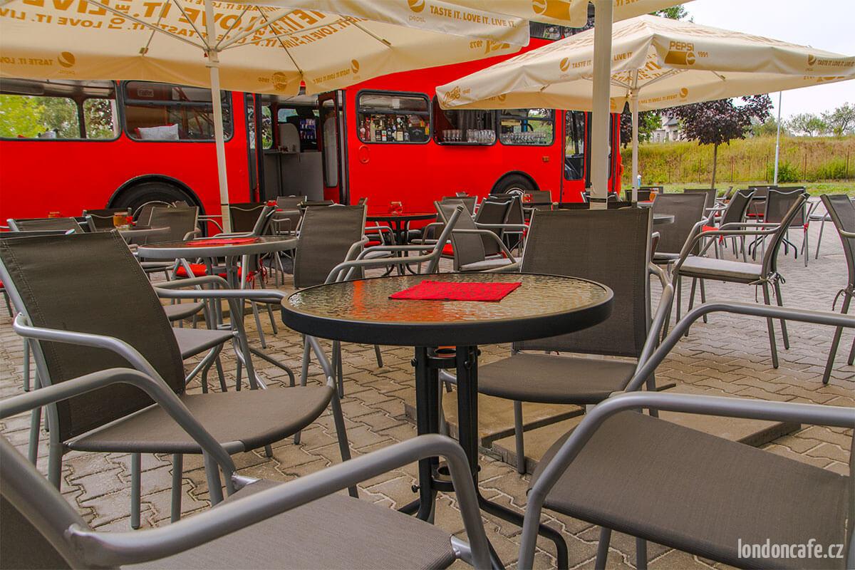 londoncafe-partybus-nabytek-dvoupatrovy-autobus-na-party