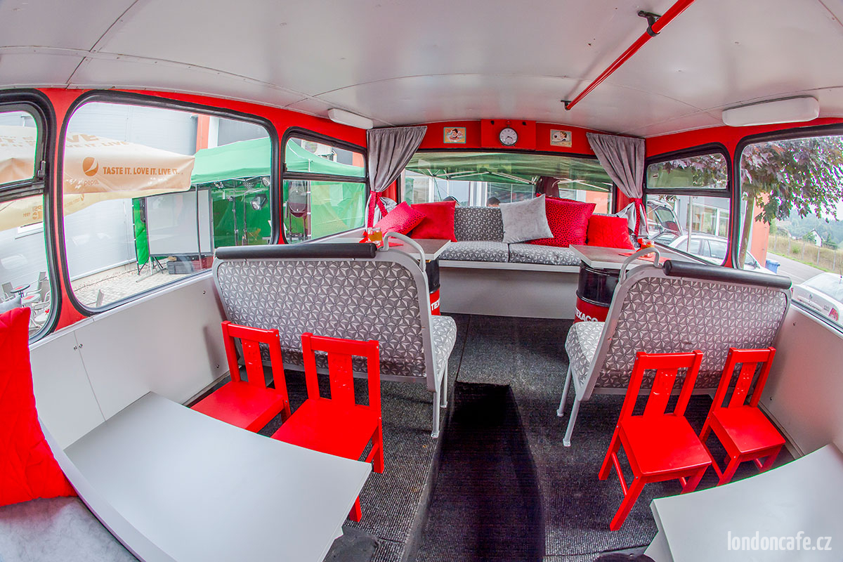 londoncafe-partybus-zidle-dvoupatrovy-autobus-na-party