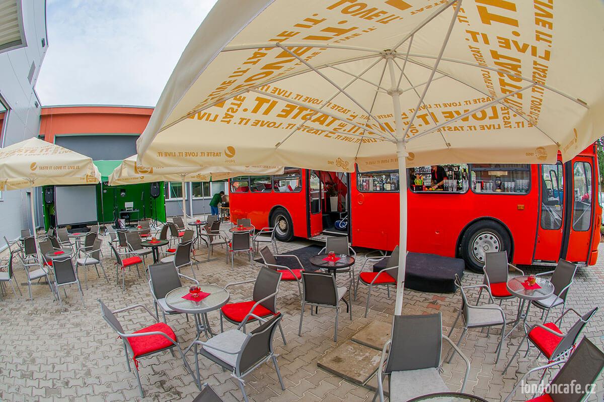 predzahrada--party-autobus-na-oslavy