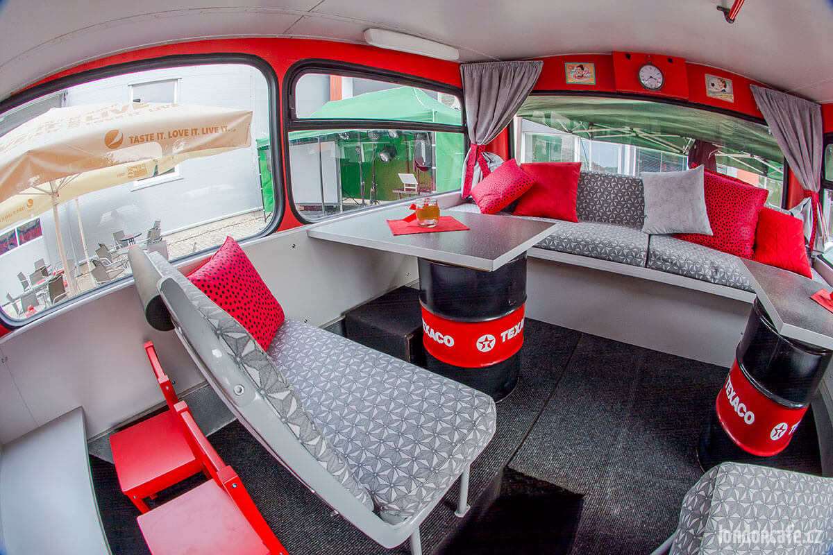 sezenie-partybus-obsluha-dvoupatrovy-autobus-na-party